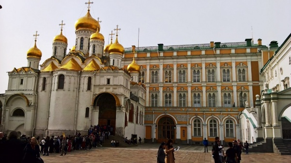 Изящный златоглавый собор Благовещения Пресвятой Богородицы