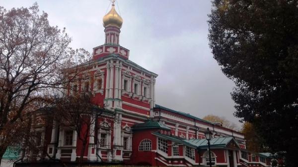 Успенский храм с трапезной палатой, построенный по велению царевны Софьи.