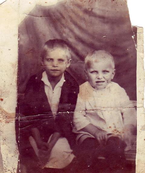 Зоя и Славик в детстве